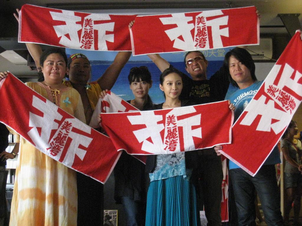 0717歌手們拒絕美麗灣(左起巴奈、那布、ciacia、飛、大鈞、阿吉)