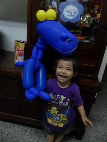 20100817與造型氣球合照