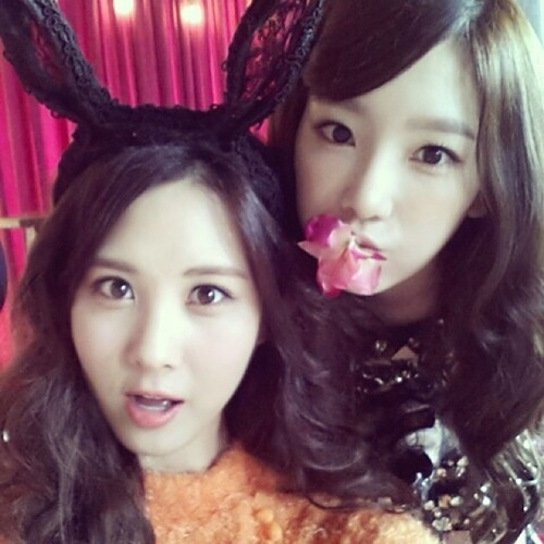 少女時代成員泰妍和徐賢公開了一張自拍照