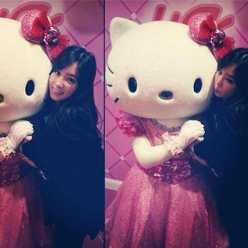 太妍和 Kitty 的可愛合照