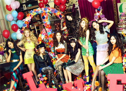 少女時代第三輯「LOVE&PEACE」橫掃日本公信榜每日每周排行榜首
