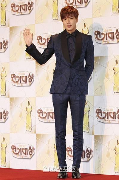 李敏鎬的完美身材比例