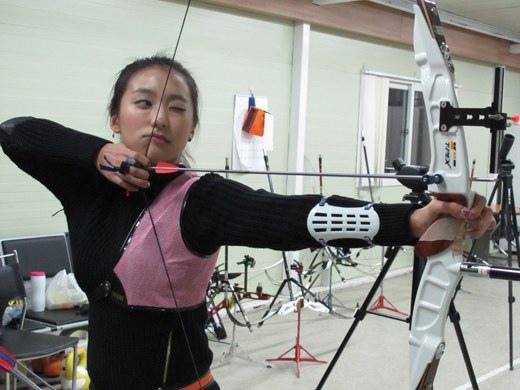 練習射箭的寶拉,烋星,亨坤
