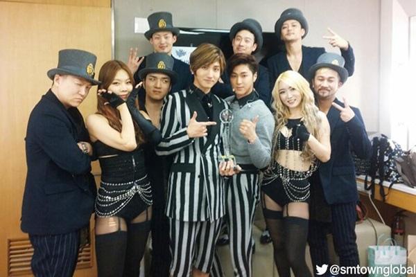 EXO出道兩年就獲得了金唱片奬大奬
