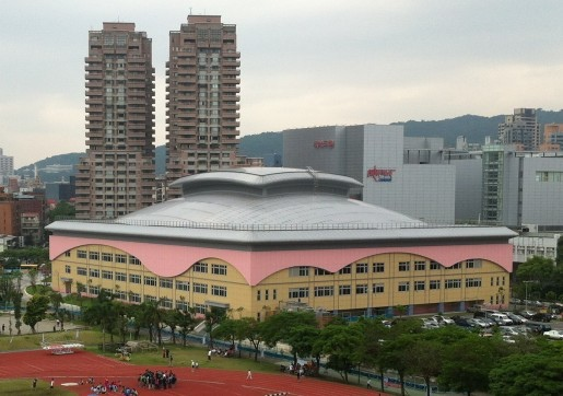 2NE1嗨爆的市立大學體育館