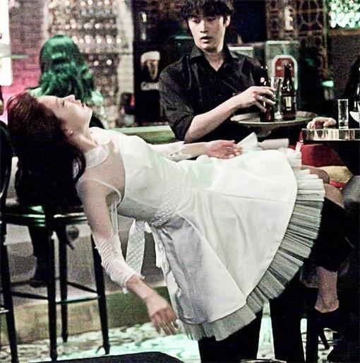 宋智孝身穿婚紗仰面摔倒是為何事?