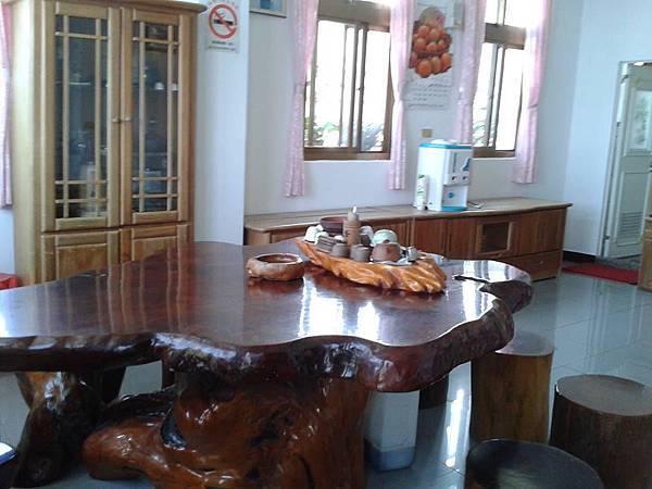20130702 阿婆民宿房間內 假日有四人房2600元和四人房2200元(沒網路)