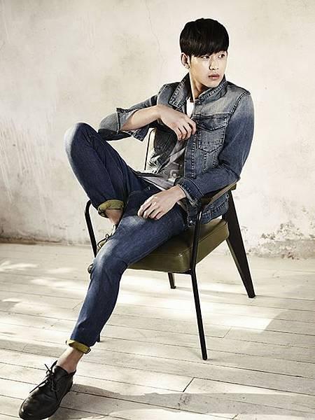 金秀賢 CK Jeans 代言畫報