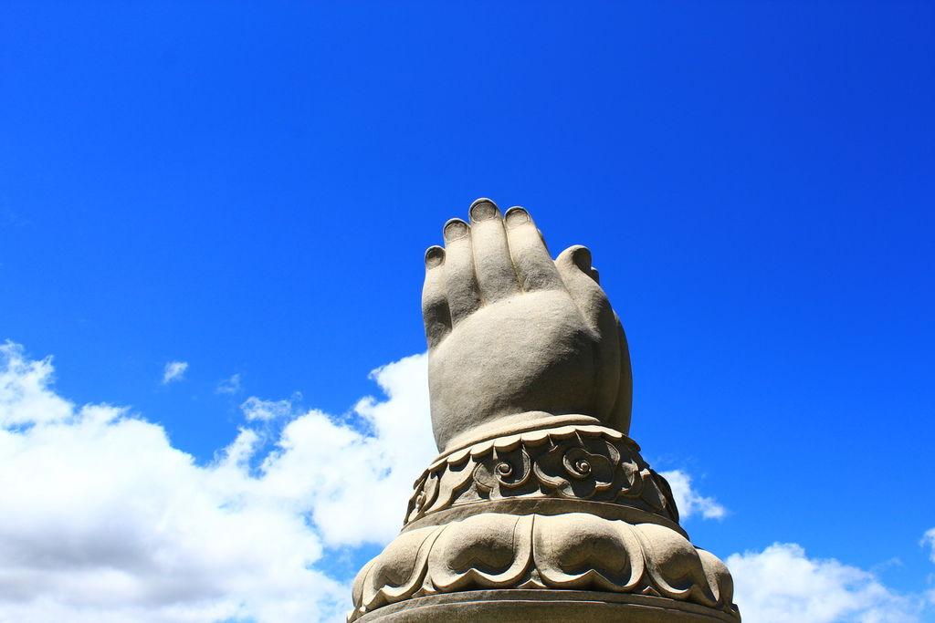 和平之手紀念碑
