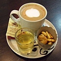 [08/16] 好看好吃小餅乾便宜但咖啡不夠好喝