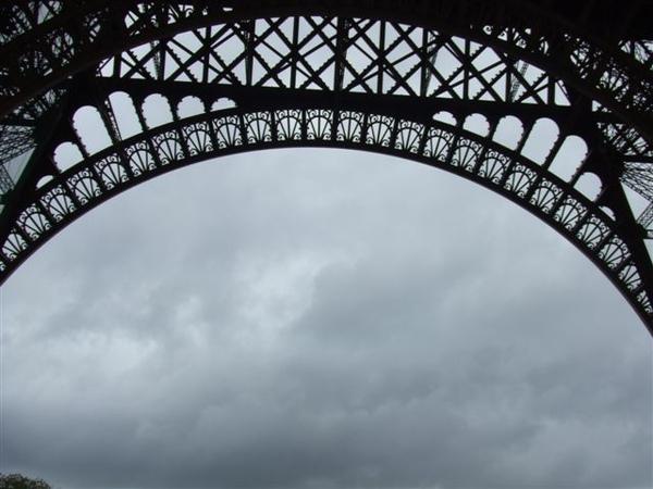 巴黎鐵塔下