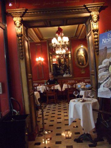進去巴黎第一家咖啡館 Le Procope 晃晃就離開