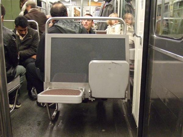 捷運裡的座位