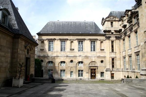 巴黎市政府歷史圖書館