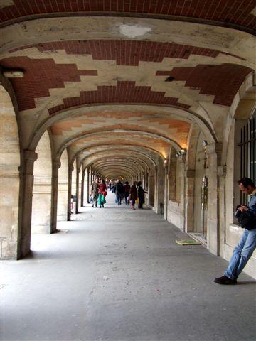 孚日廣場,四週都是迴廊