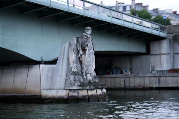 橋下的守護者