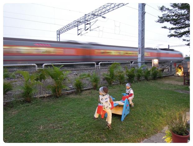 Train (24)